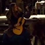 Une guitare vieille de 145 ans détruite dans le film «les huit salopards»