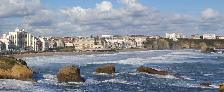 La ville de Biarritz en bord de mer