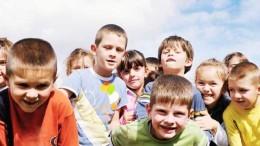 Des enfants heureux d'être en vacances