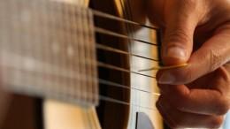 Un joueur de guitare