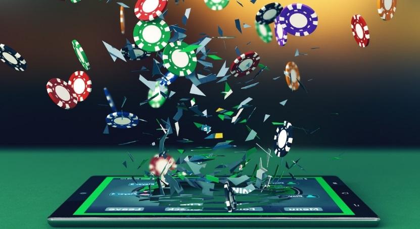 Tablette numérique et jetons de poker