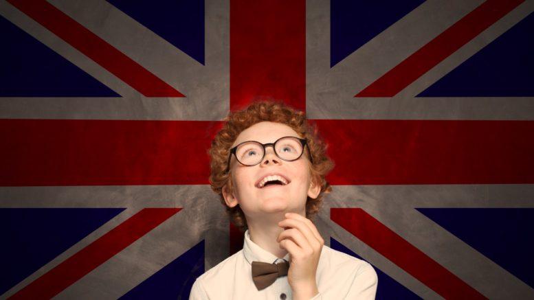 enfant sourire drapeau royaume uni